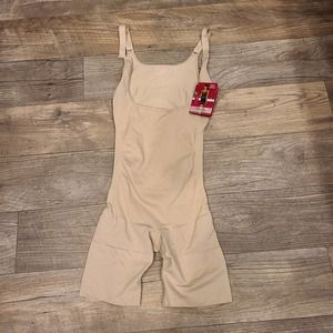 L NWT SlimMe MeMoi Braless Nude Bodysuit